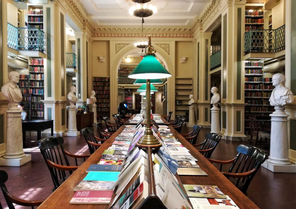 sala biblioteca del boston athenaeum