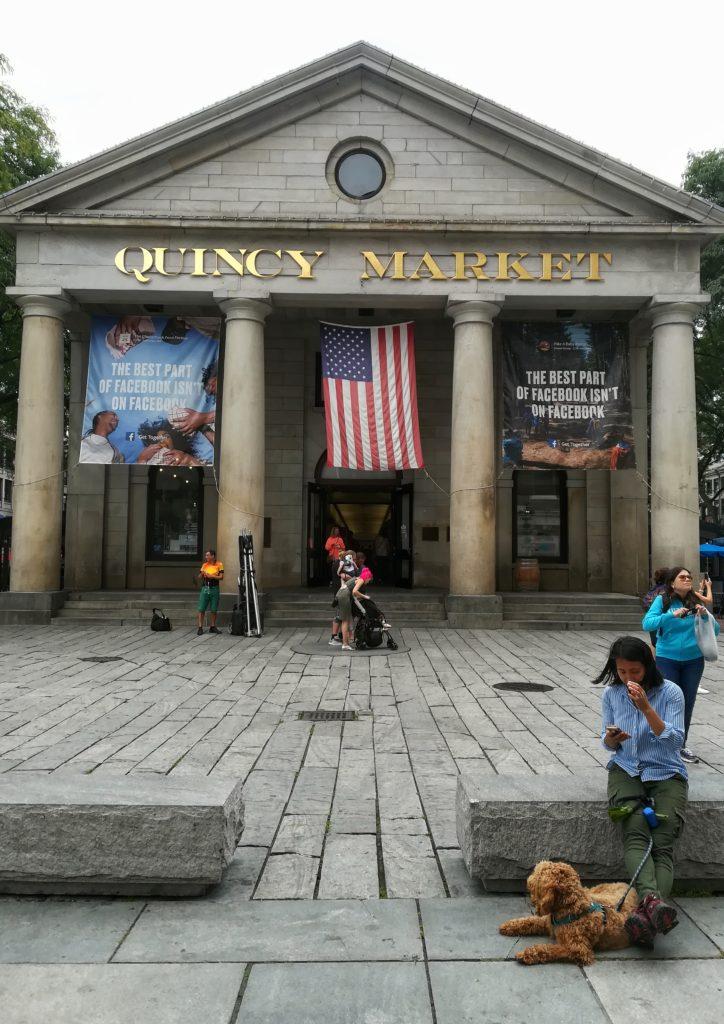 esterno del quincy market di boston