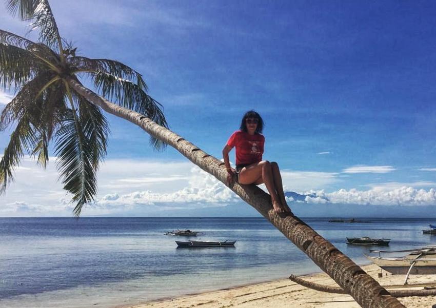 palme su una spiaggia tropicale nelle filippine