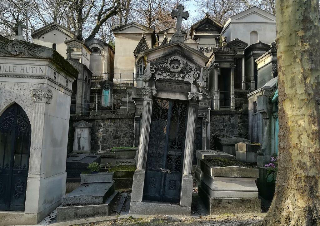 tombe al cimitero père-lachaise di parigi