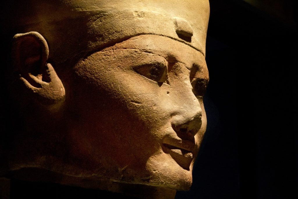 statua di regina egizia