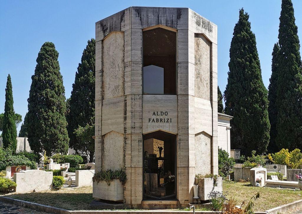 tomba di aldo fabrizi al cimitero del verano