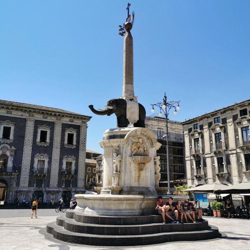 fontana dell'elefante in piazza duomo