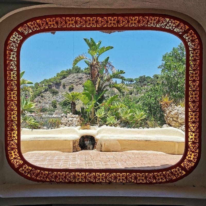 il giardino di isola bella dalla finestra