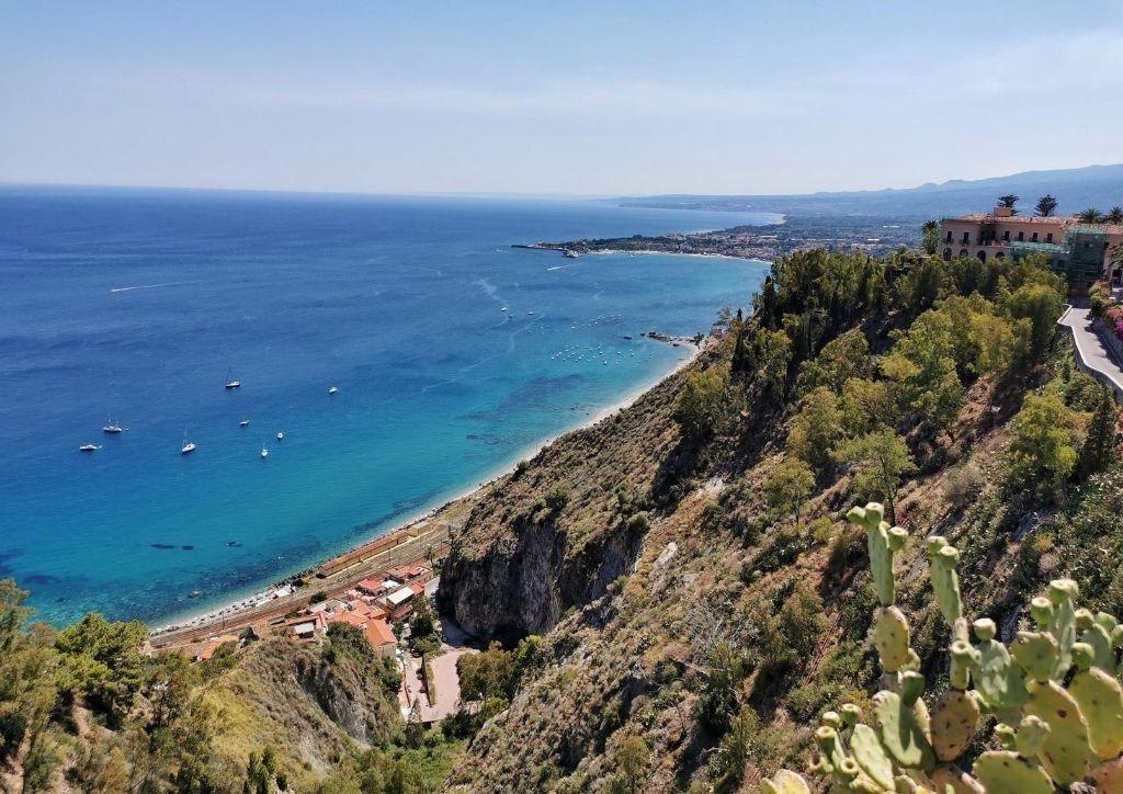mare e spiaggia sulla costa della Sicilia