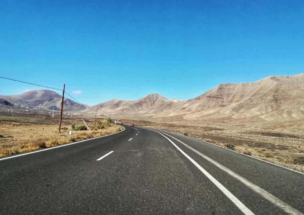 strada nel paesaggio di lanzarote